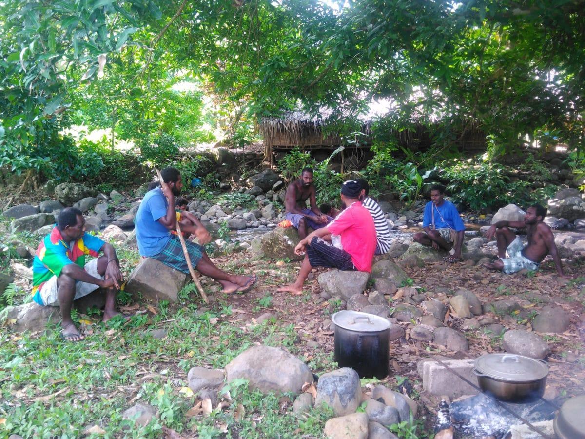 Vanuatu, Ureparapara. Préparation des repas.