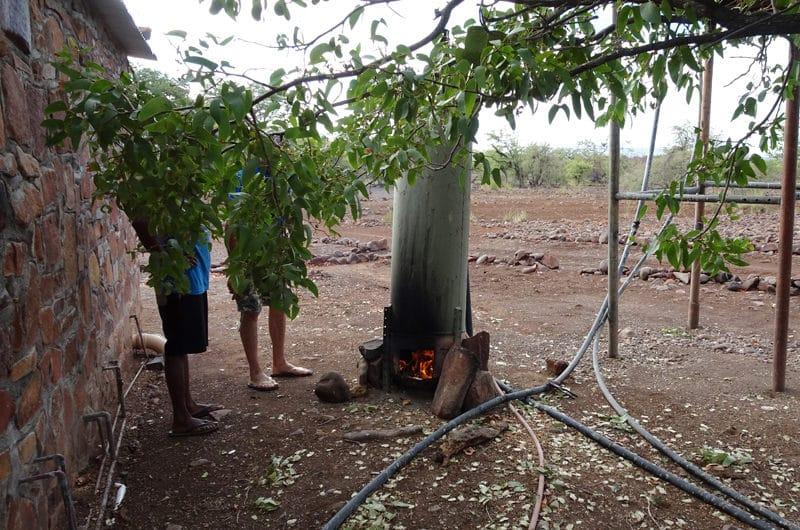 A Palmwag, du feu pour l'eau chaude de la douche.
