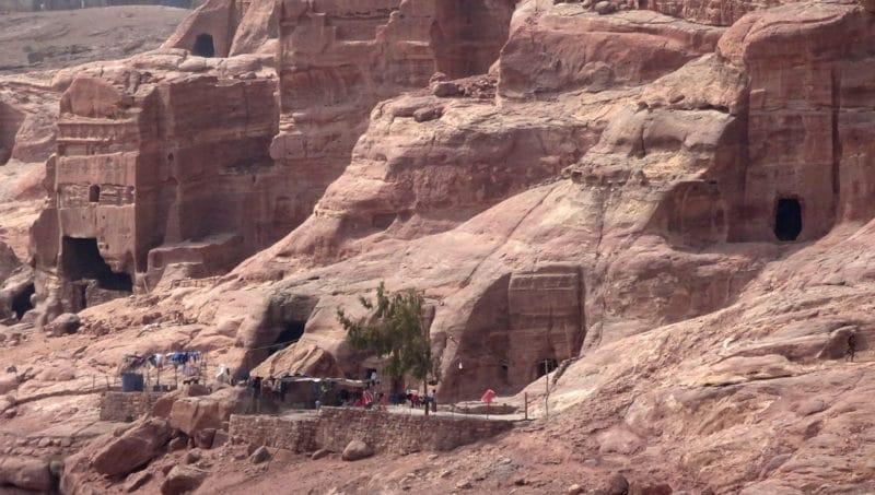 Jordanie, Pétra. Une habitation de Bédouins en bordure du site archéologique