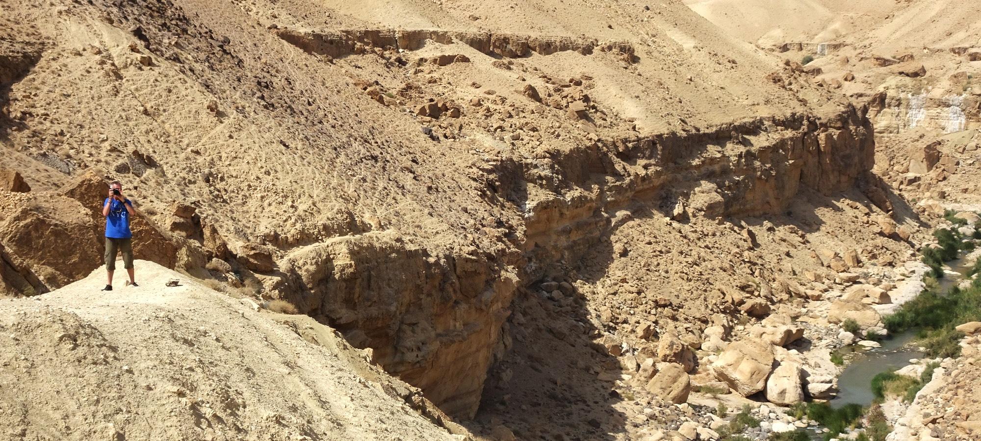 Le Wadi Mujib. Le cours d'eau en aval du barrage.