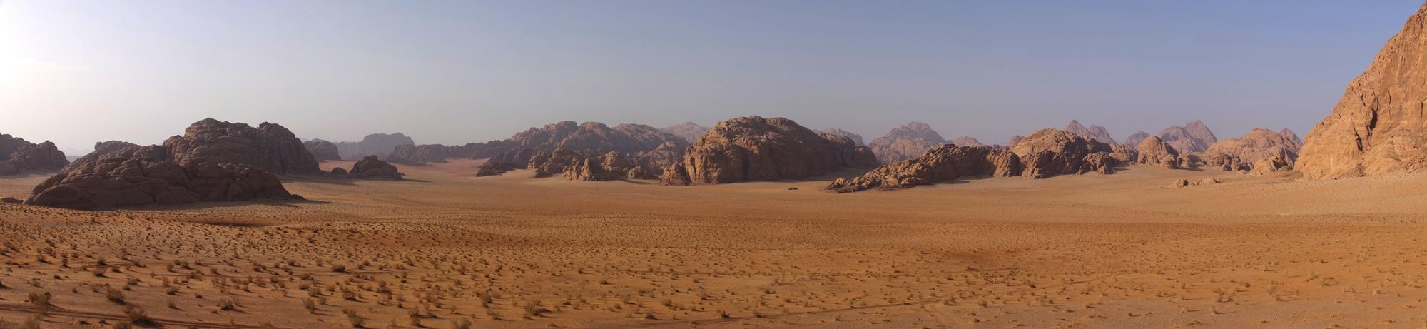 Le désert du Wadi Rum dans le sud de la Jordanie. Somptueux ...