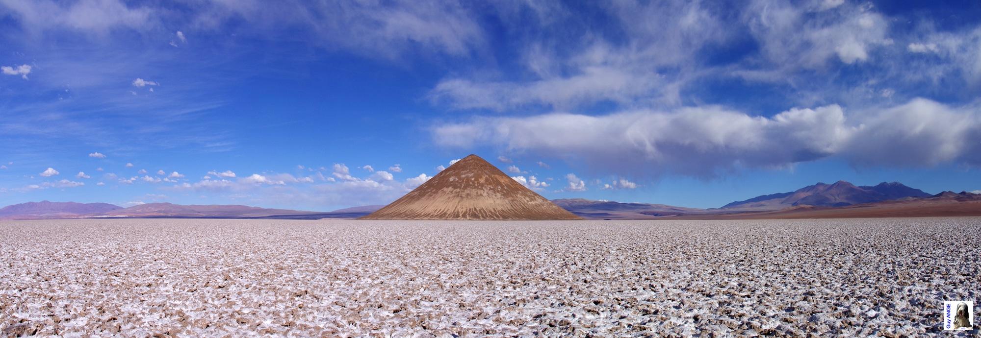 Argentine, salar d'Arizaro. Le cône d'Arita.