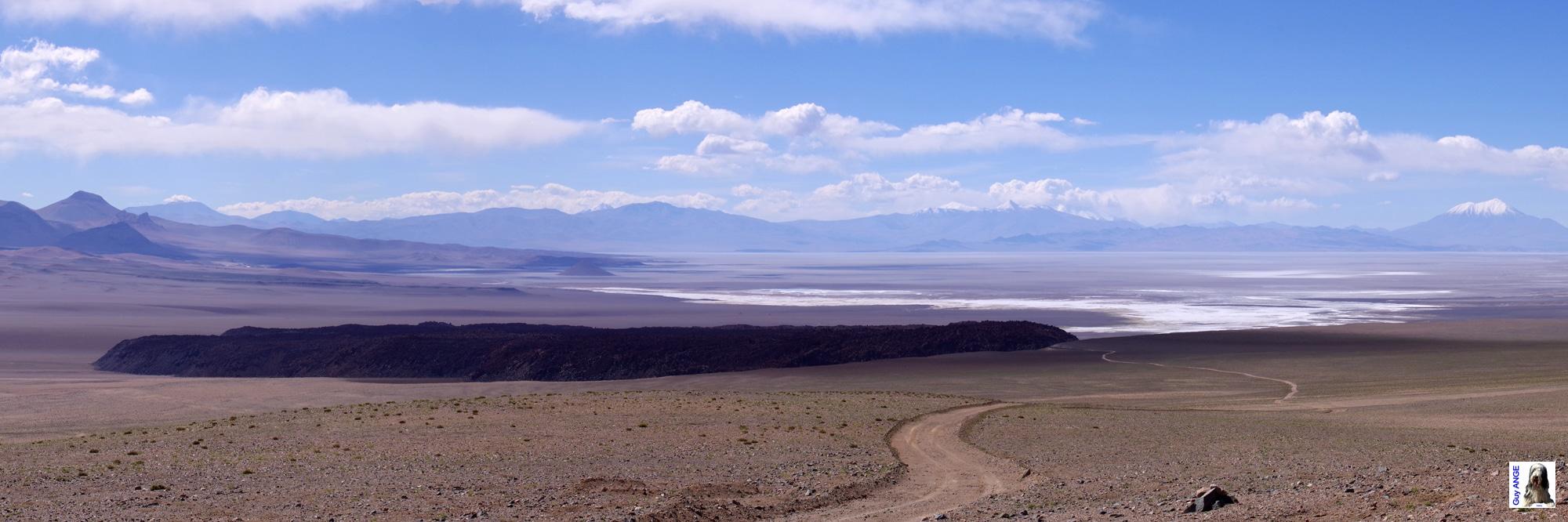 Argentine, salar d'Arizaro. La coulée basaltique.