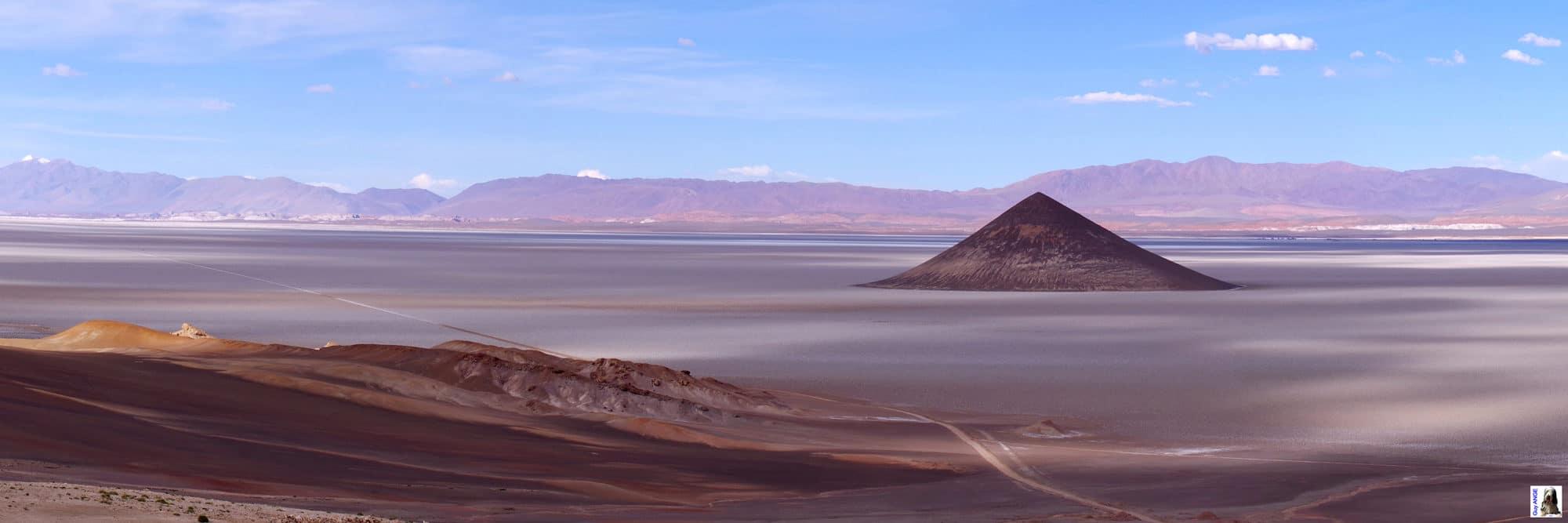 Argentine, région de la Puna. Le cône d'Arita.