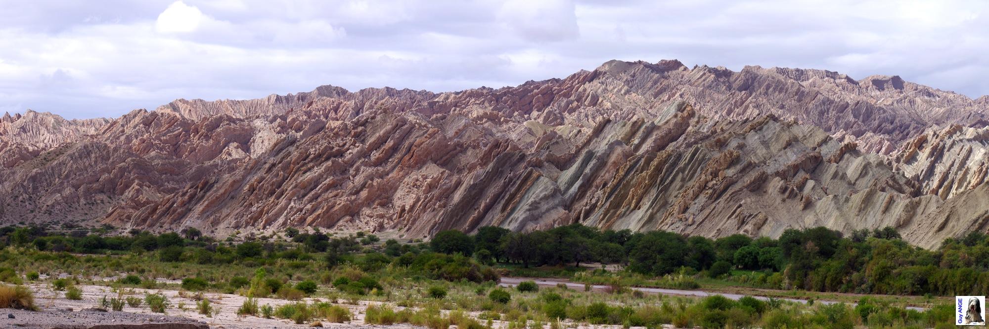 Argentine, Région de la Puna. Formation rocheuse vers Santa Rosa.
