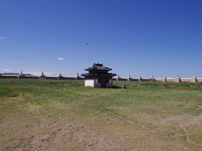 Karakorum, l'enceinte vide du monastère.