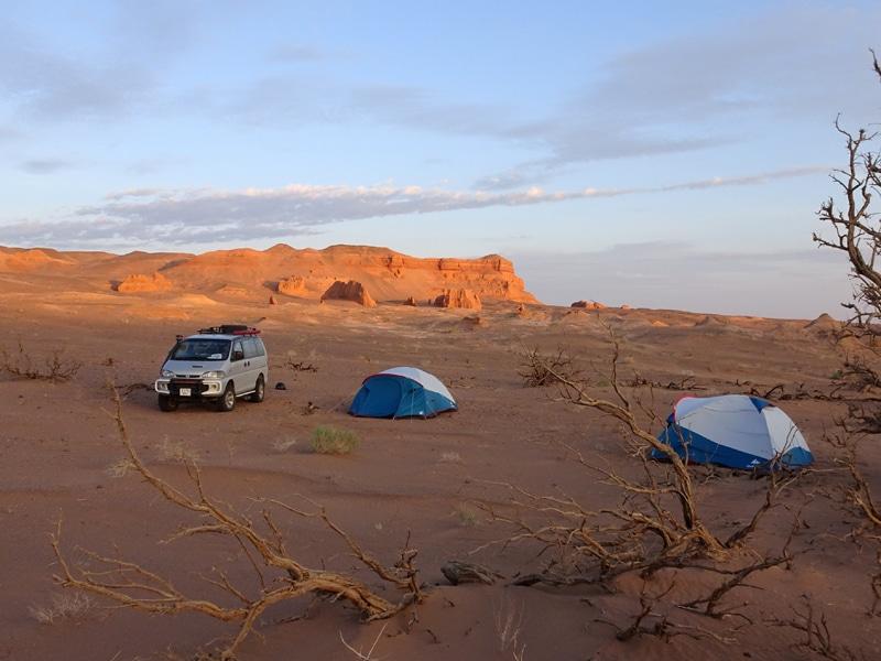 Notre campement en plein Gobi.
