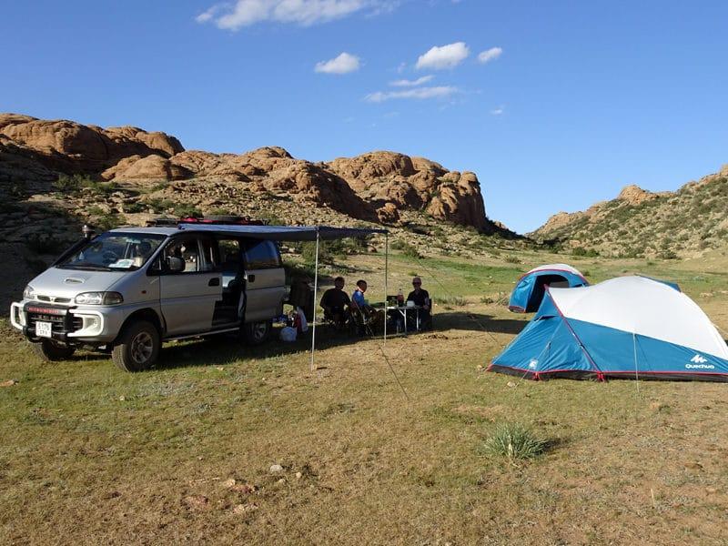 Notre premier campement sous tente en plein désert.