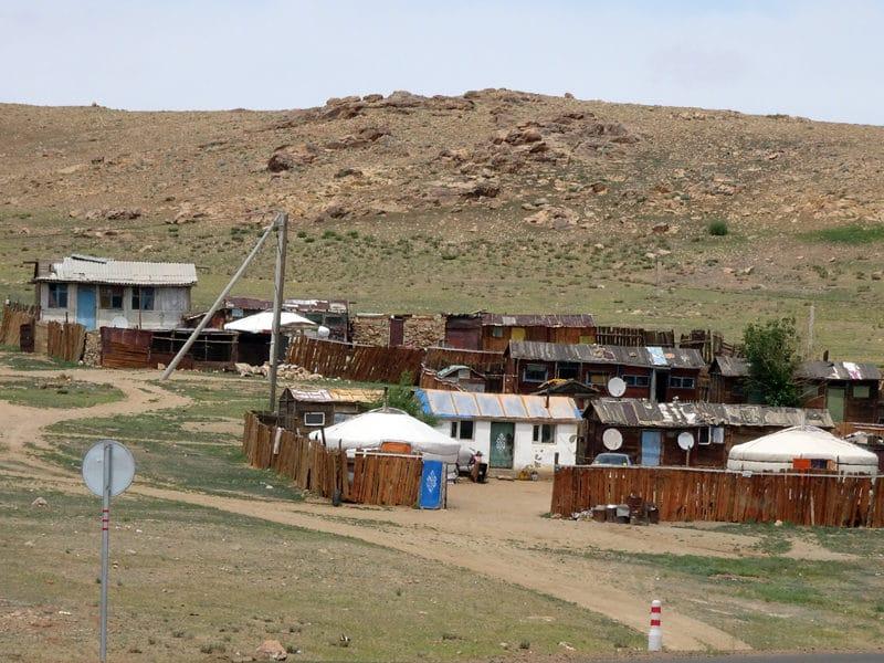 Un petit village typique de Mongolie.