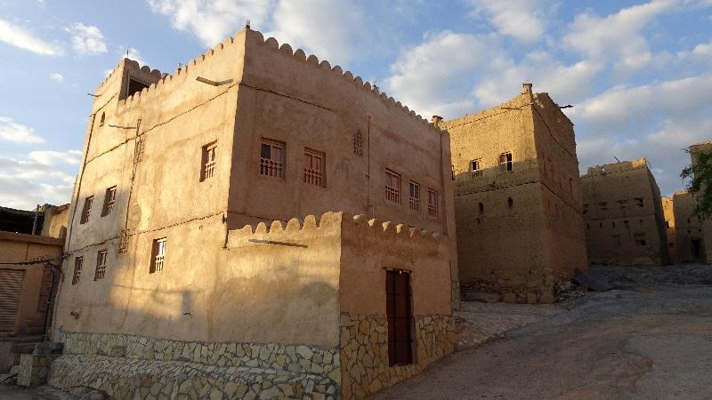 L'ancien village d'Al Hamra. Rare maison restaurée et habitée.