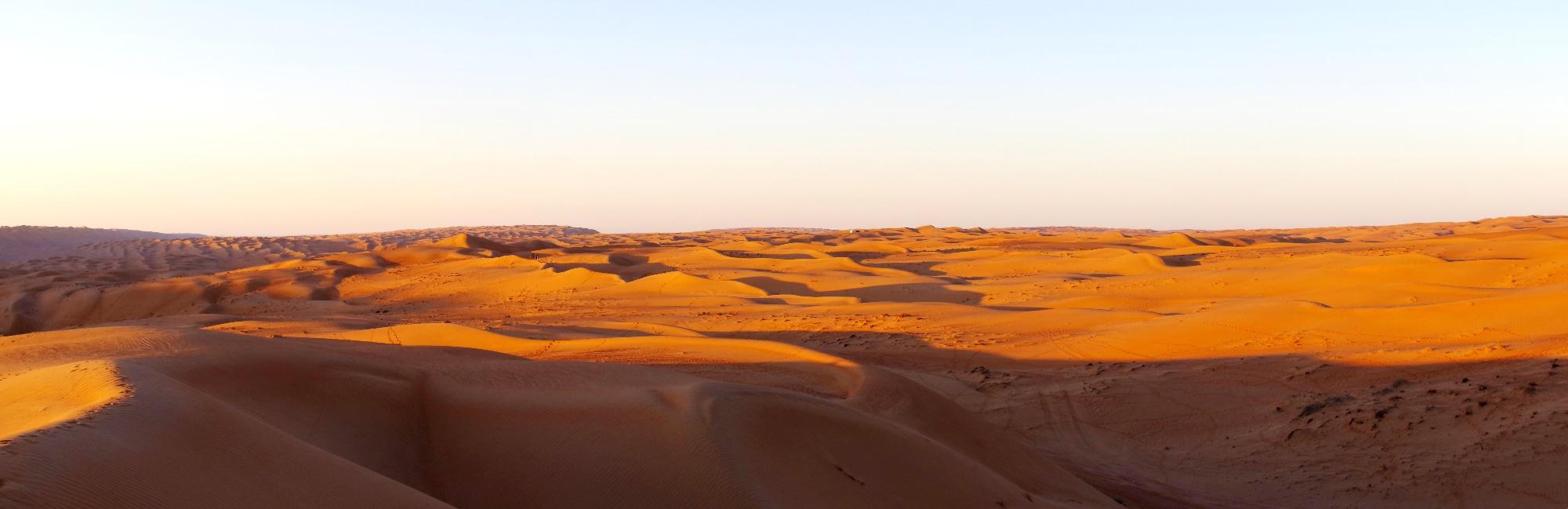 Lever de soleil dans le déser à Arabian Oryx Camp.