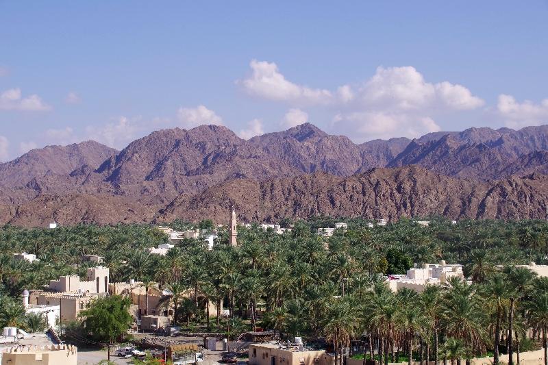 Du château de Rustaq, vue sur la ville l'entourant. Ce fut l'ancienne capitale d'Oman.
