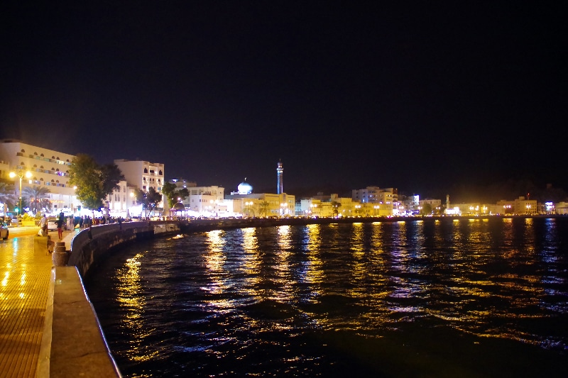 Corniche de Mascate by night.