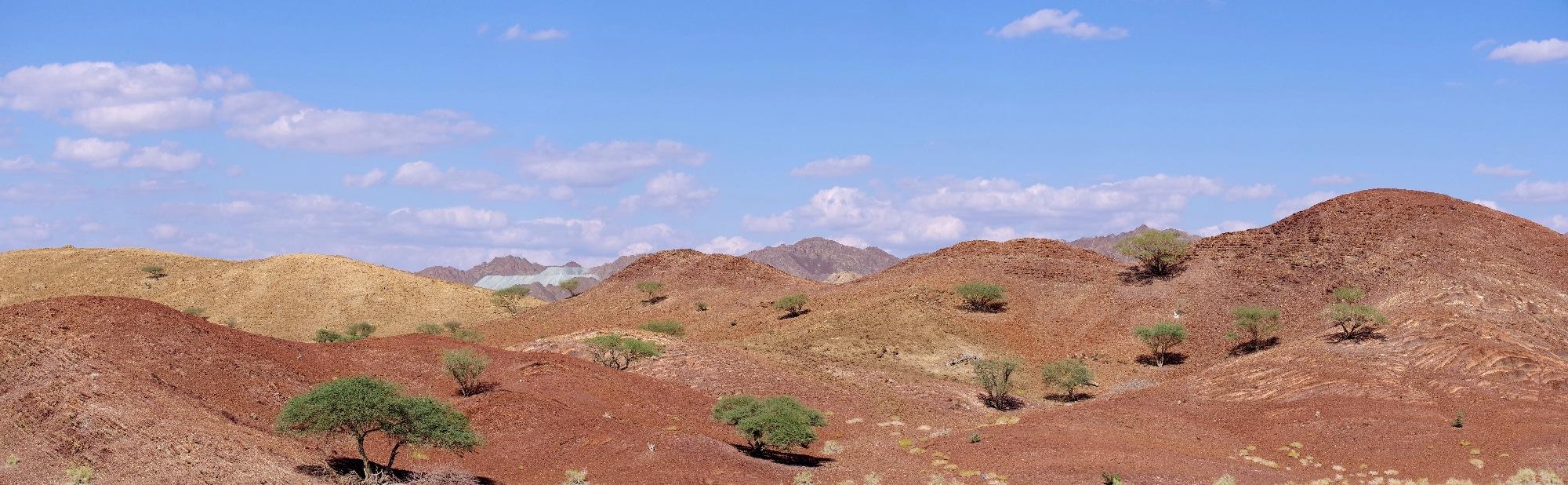 Une mine de chrome dans le fond de ce magnifique paysage.