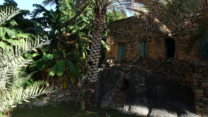 Le village de Misfat, des nombreuses maisons demeurent abandonnées mais beaucoup de restaurations