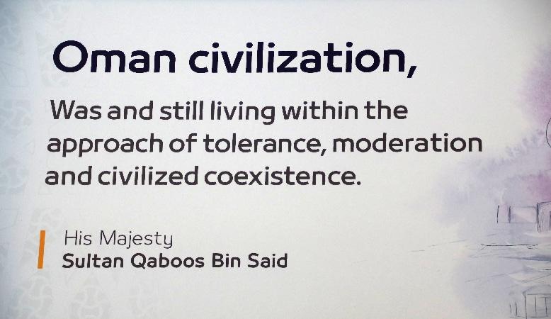 la civilisation omanaise, vivait et continue de vivre dans l'approche de la tolérance, de la modération et de la coexistence civilisée.
