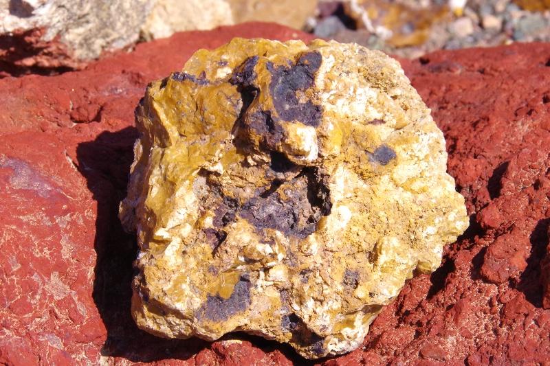 Minéraux de la colline de Zuha. Semblables à ceux retrouvés sur des zones volcaniques.
