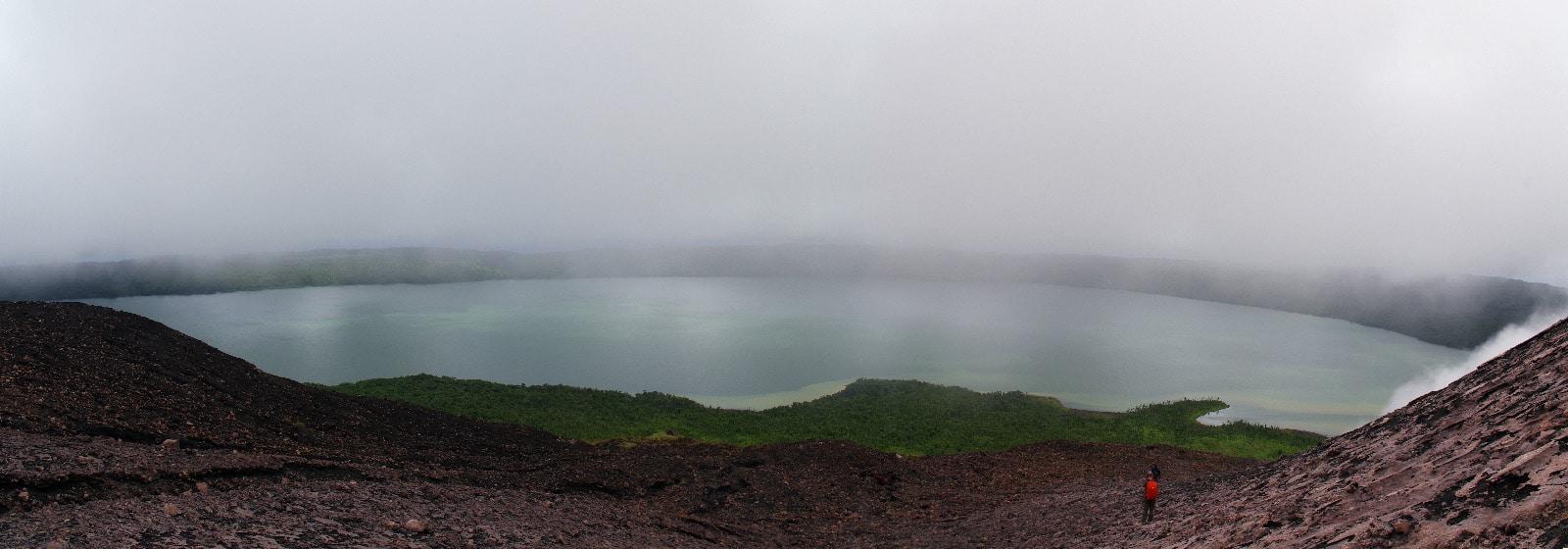Lac de cratère sur l'île de Gaua, Vanuatu.