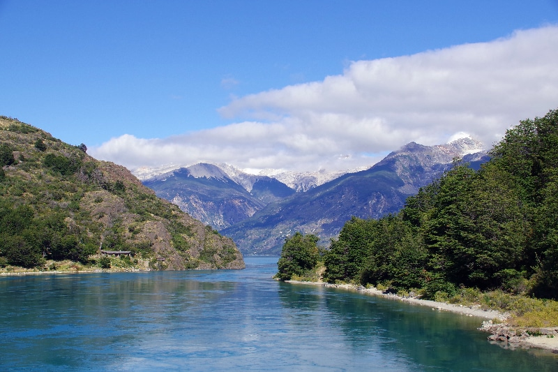 Passe entre le Lago General Carrera et le Lago Bertrand.