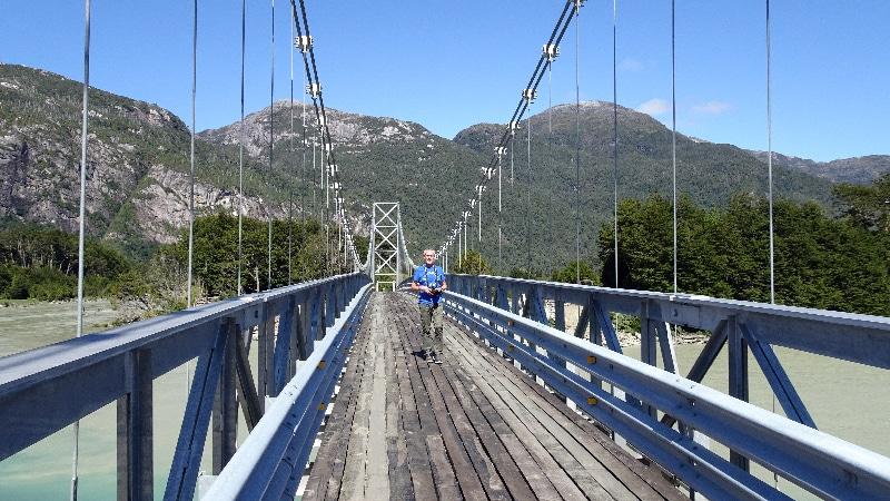 Pont sur le Rio Exploradores, Patagonie, Chili.