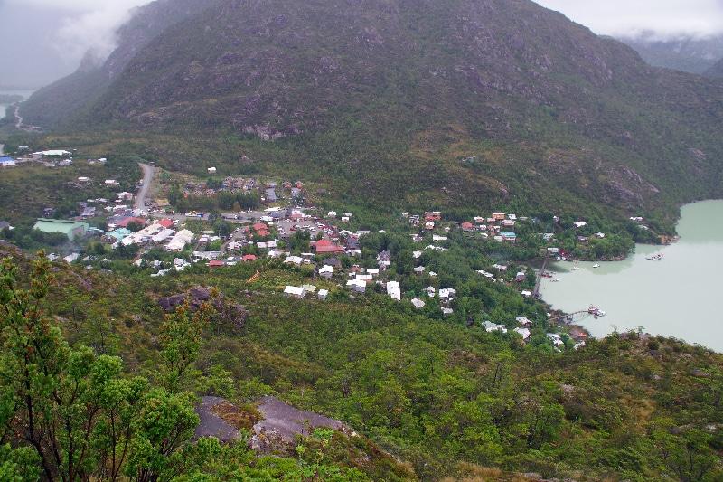Vue du mirador, le village haut de Tortel.