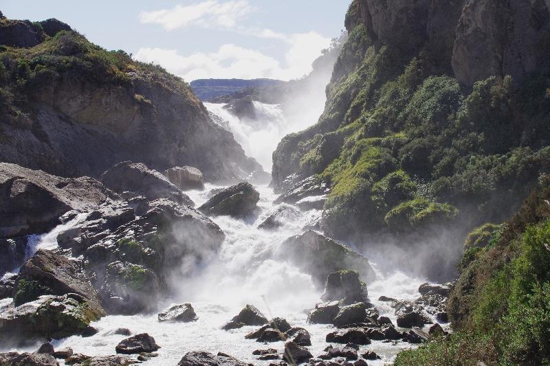 Salto del Rio Ibañez. Une cascade impressionnante par le débit.