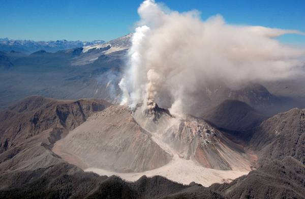 Éruption du volcan Chaitèn mai 2008 (photo: ANSA)