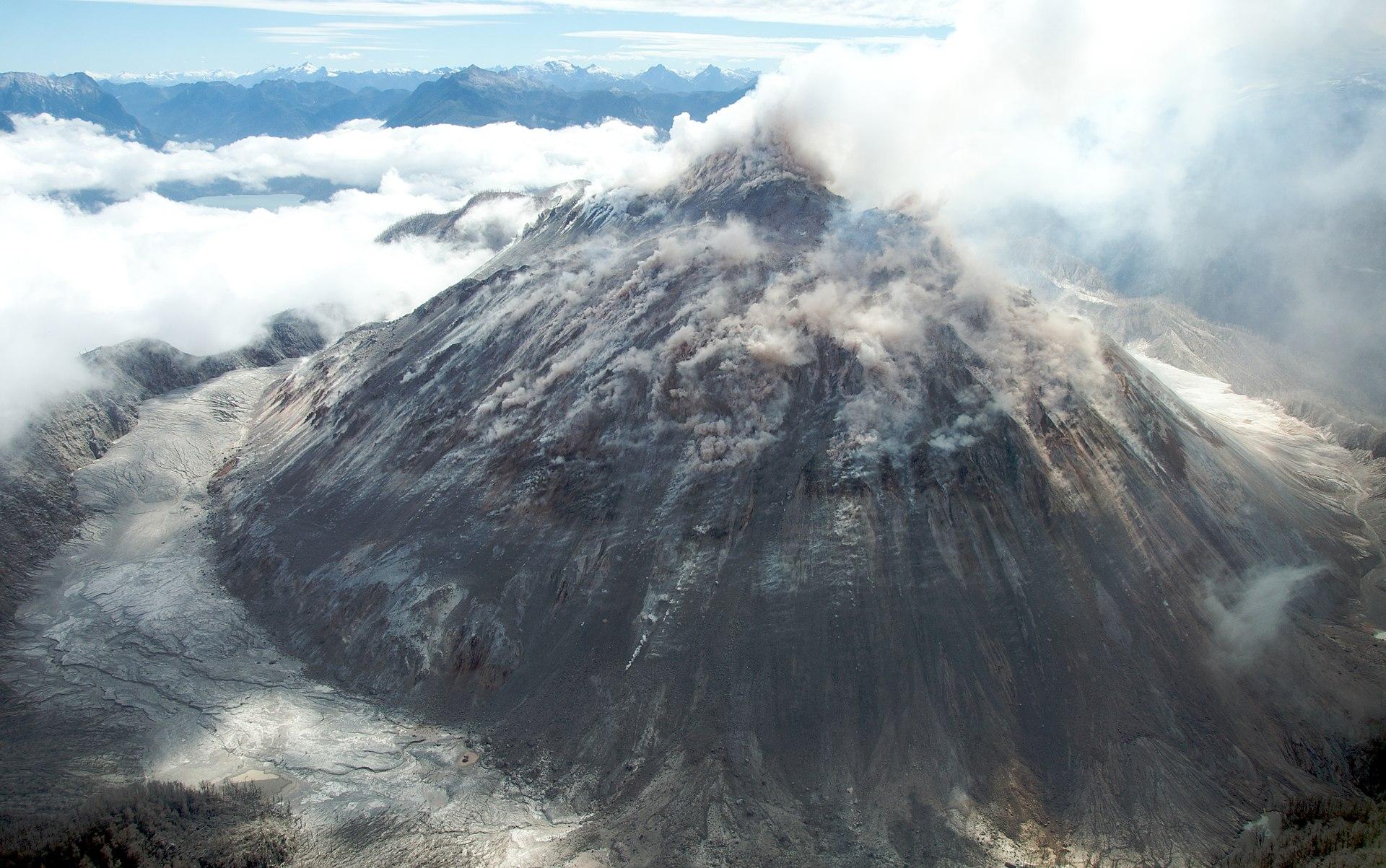 Vue aérienne du dôme de lave du Chaitén le 23 janvier 2009. (Wikipédia - Sam Beebe)