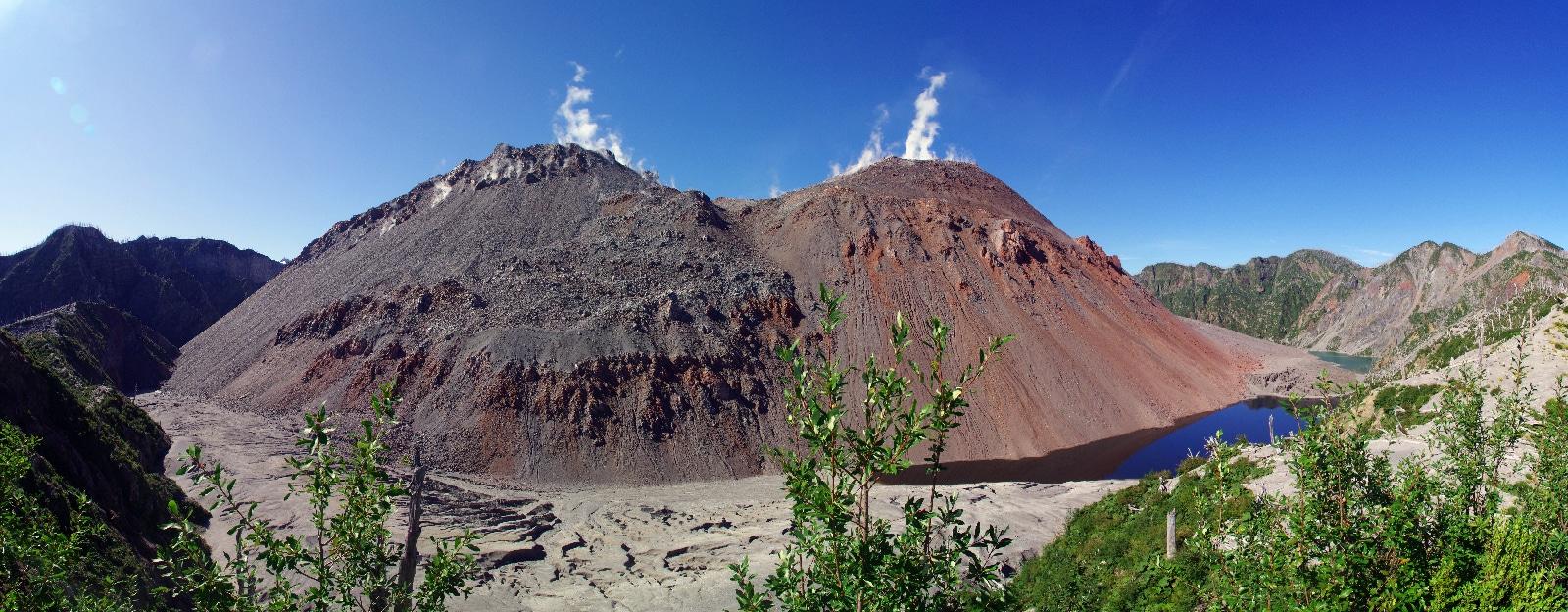Volcan Chaitèn, les deux dômes de lave dans la caldeira.