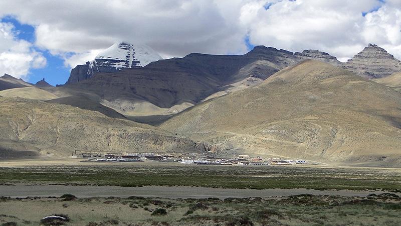 La bourgade de Darchen, point de départ de la Kora du Mont Kailash.