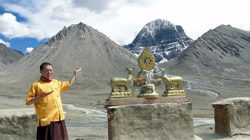 Sur le toit du monastère de Dira-puk en compagnie du moine.