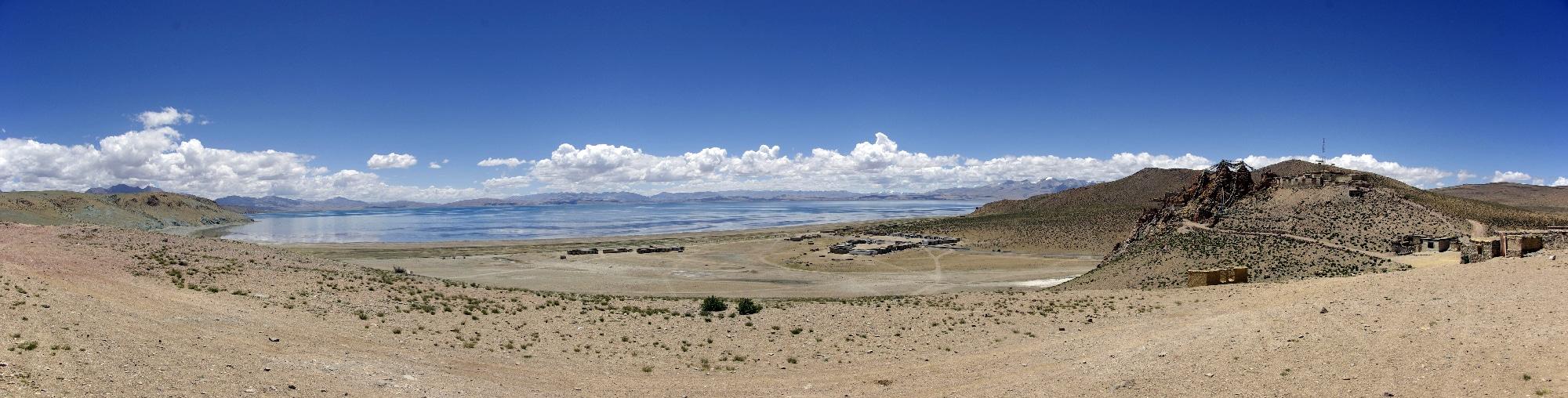 Le lac Manasarovar et le monastère de Chiu gompa.