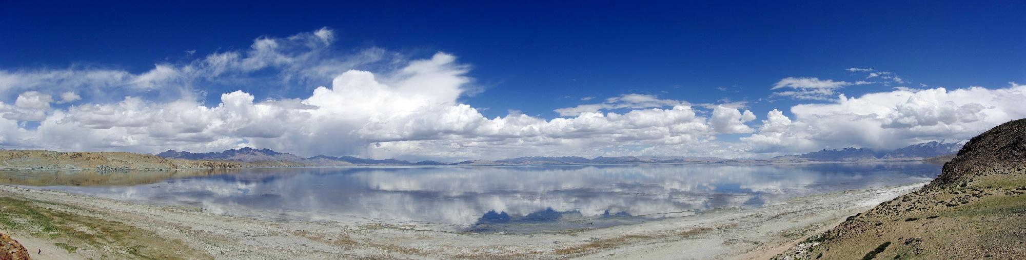 Le lac sacré de Manasarovar à 4 590 m d'altitude.