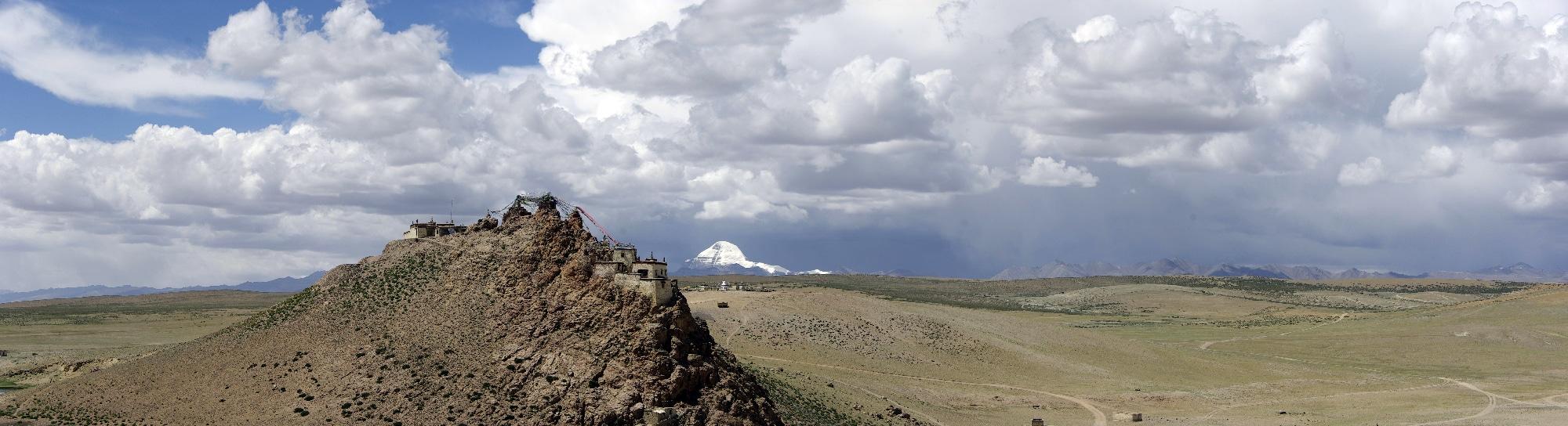 Le monastère de Chiu gompa et le mont Kailash en fond.