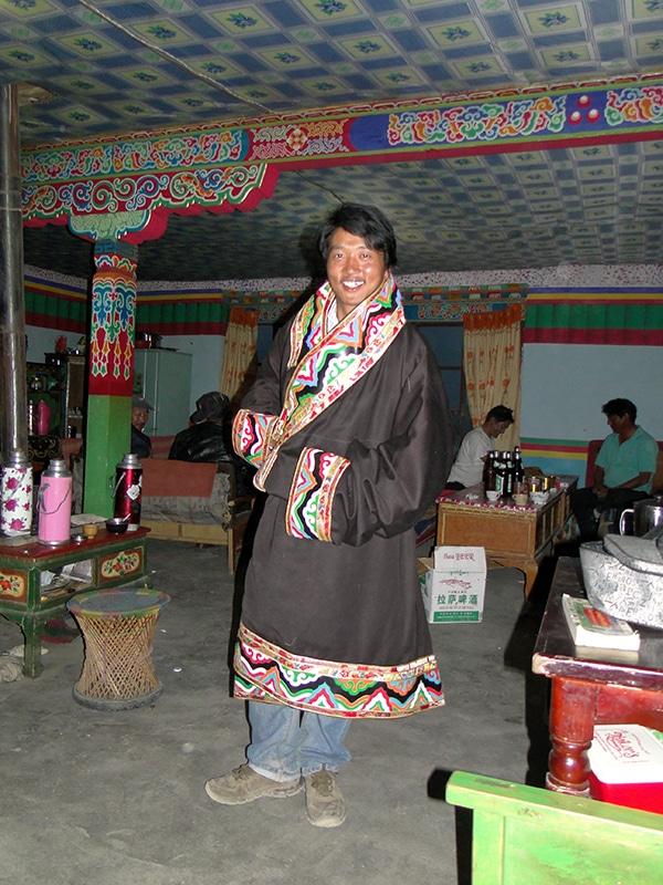 Tempa a revêtu le manteau traditionnel nomade et pavoise peu fier !