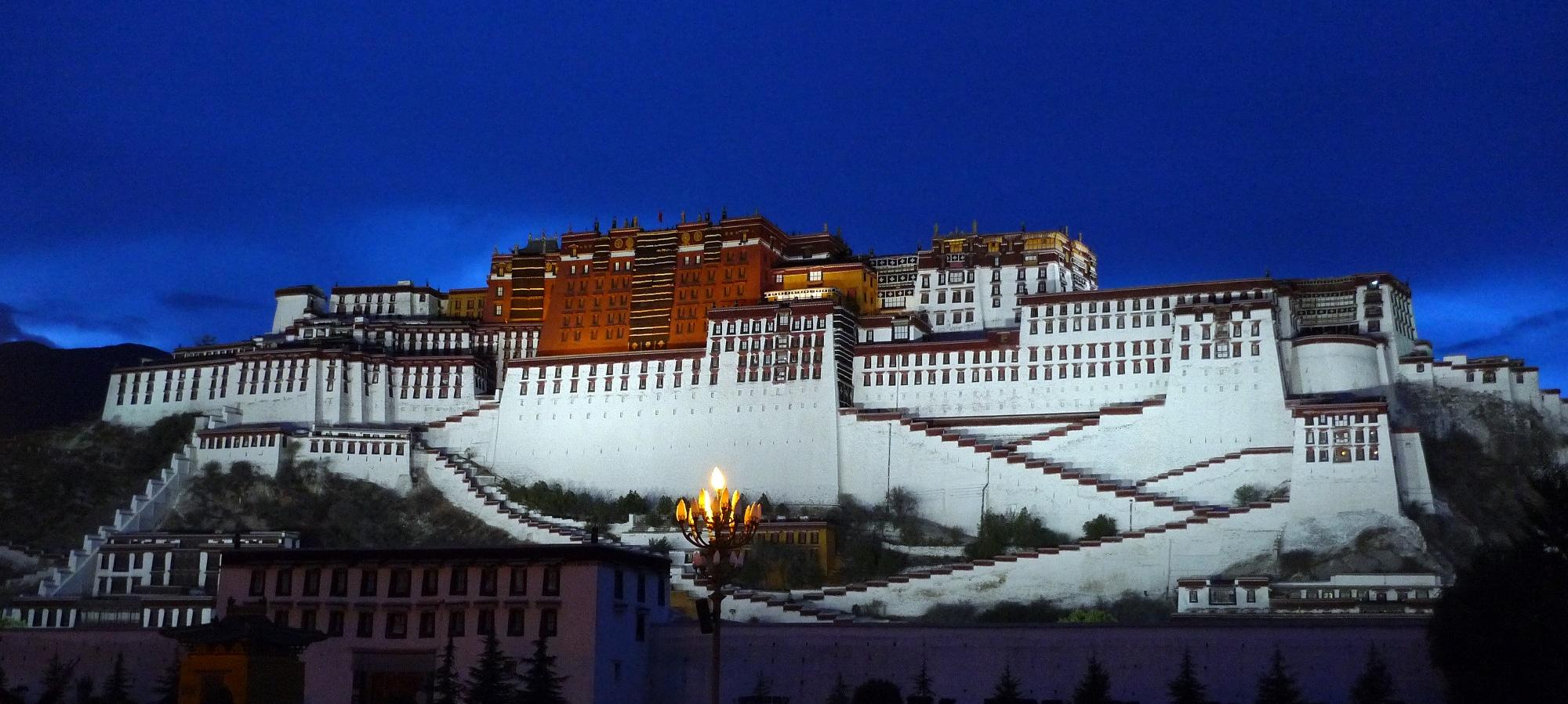 Le Potala, ancienne résidence du Dalaï-lama à Lhassa au Tibet.