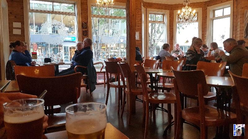 Notre pub. Ambiance chaleureuse et cosy et on y sert d'excellentes bières.