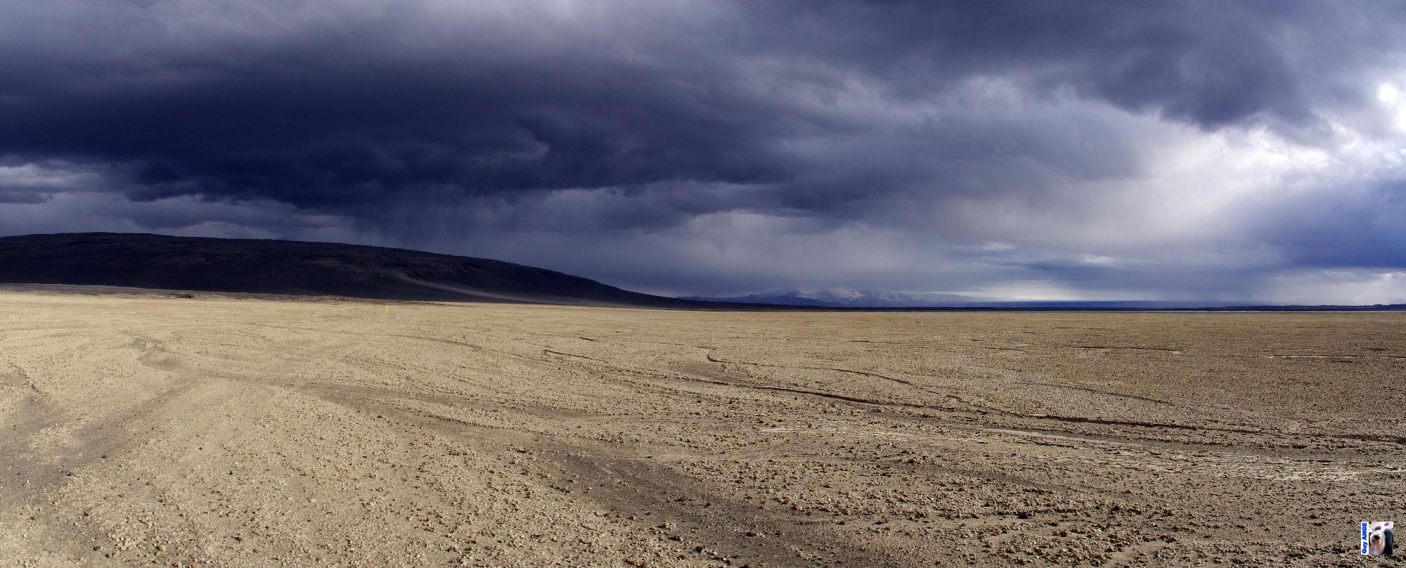 Au départ du refuge d'Askja pour les champs de lave d'Holuhraun, ciel orageux.