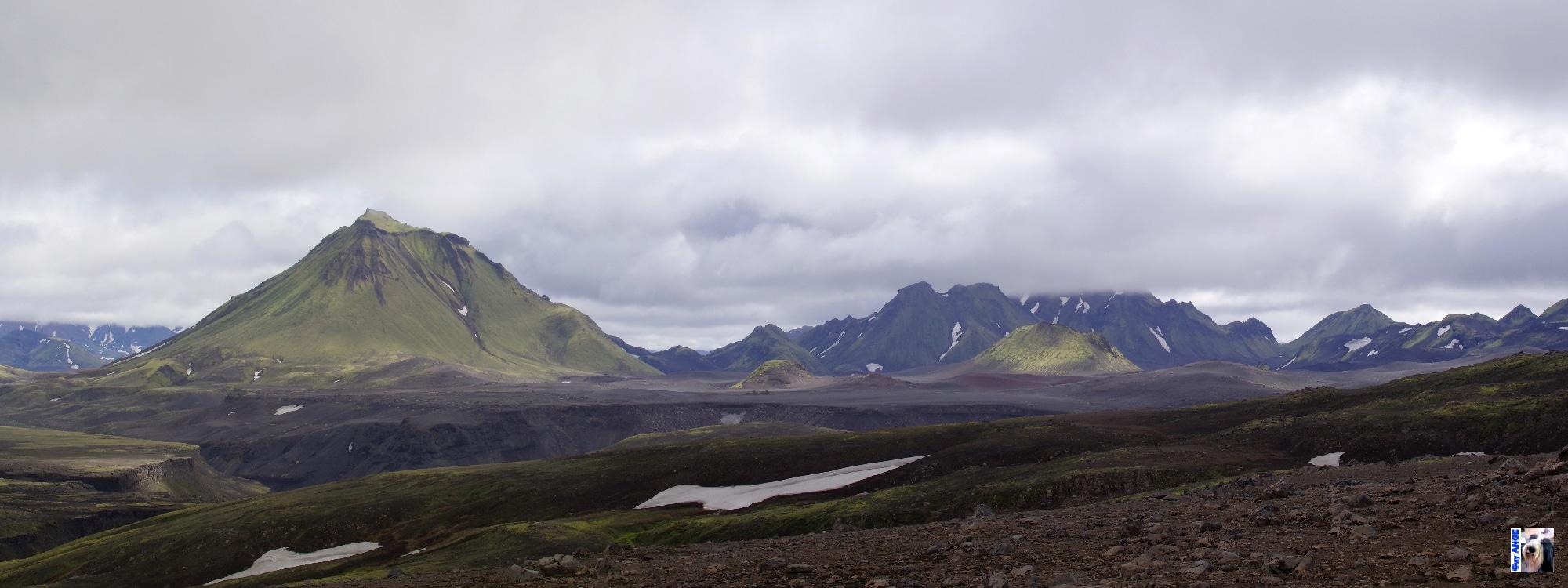 Contournement du Mýrdalsjökull par le nord. Glacier et montagnes moussues.