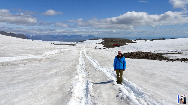 En bordure du Vatnajökull, zone de loisir moto-neige dans le fond.