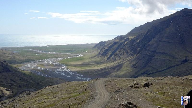 En bordure du Vatnajökull. Route vertigineuse pour redescendre sur la côte.