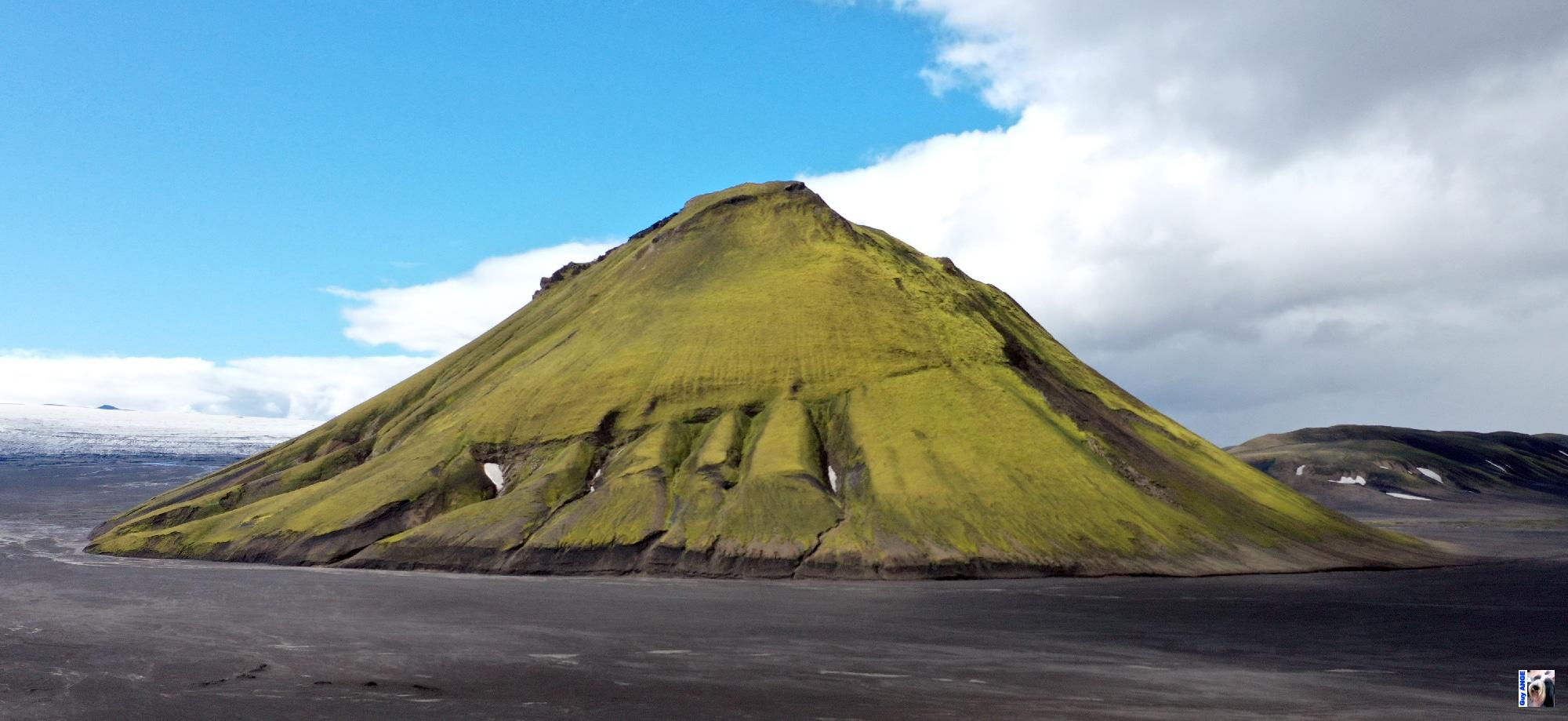 Le volcan Mælifell en bordure du glacier Mýrdalsjökull.